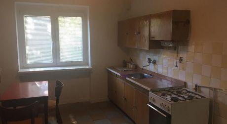 PREDAJ - čiastočne prerobený 2 izbový byt s balkónom na E.B.Lukáča v Komárne