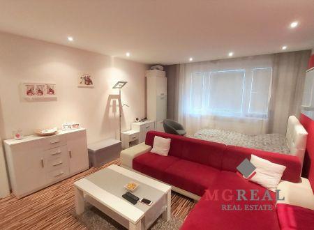 3 izbový byt Topoľčany - balkón - sídlisko Juh