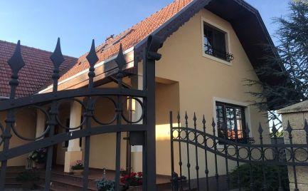 REZERVOVANÝ -  Krásny vidiecký dom v obci Jelka