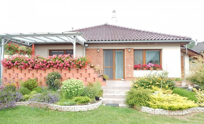 Rodinný dom - Martin - Valča s garážou