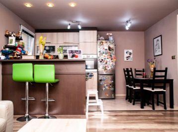 Predaj 3izb. bytu v novostavbe bytového domu s tromi dvojpodlažnými bytovými jednotkami s vlastnou garážou, oplotením pozemkom na relax s parkovou úpravou, Veľké Dvorníky