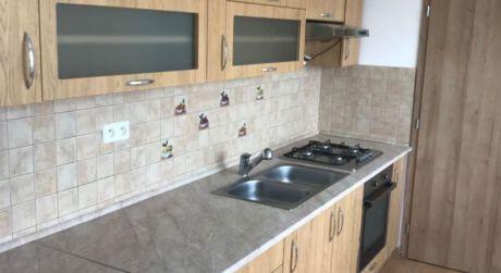 PRENÁJOM - Kompletne prerobený 3 izbový byt s balkónom na Eotvosovej ul. v Komárne