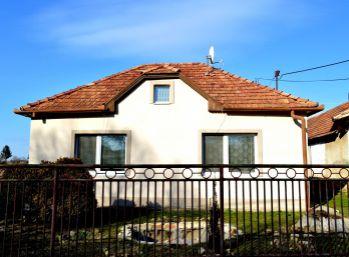 Slnečný rodinný dom, 120 m2, rekonštrukcia, Farná, Levice
