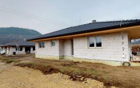 AKCIA na prvé 2 domy = 135.000,- EUR.Na predaj 17 x  novostavba rodinný dom - bungalov 4 izbový, 127 m2, pozemok cca 500 m2, Mikušovce.