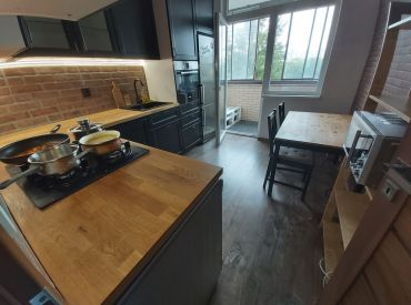 EXKLUZÍVNE - Na predaj 3 izbový byt vo výbornej lokalite na Budatínskej ulici s nízkymi mesačnými nákladmi