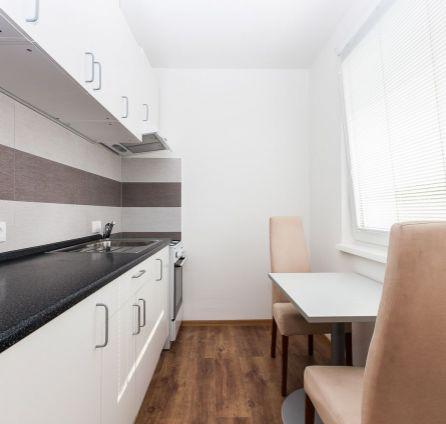 StarBrokers- PREDAJ: Tichý 3-izb.byt, nová kompl. rekonštrukcia, Dúbravka-Valachovej ul.