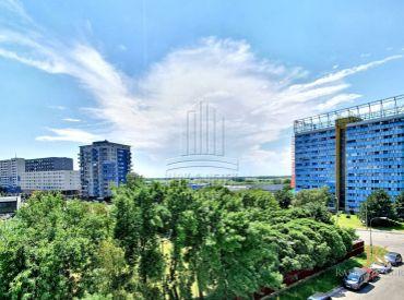 4 izbový veľkometrážny byt na ulici Budatínska po rekonštrukcii