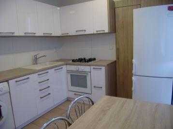 Prenajmeme veľký slnečný 3 izb. na Jégeho ulici v Ružinove.