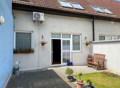 Ponúkame na predaj 3 izbový mezonetový byt s garážou a veľkou terasou v Bratislave III, mestskej časť VAJNORY, na ul. Čierny chodník.