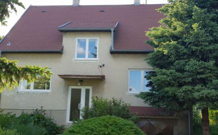 Predám dom pri jazere pod hradom Gýmeš v Jelenci pri Nitre.