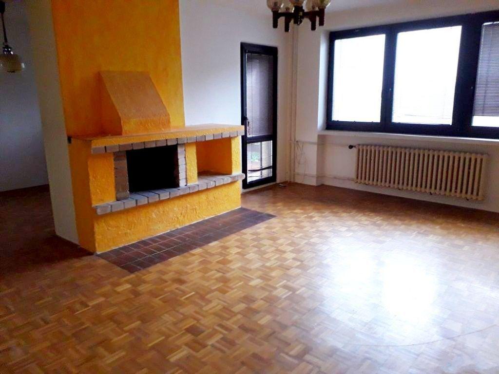 Rodinný dom-Predaj-Bratislava - mestská časť Dúbravka-350000.00 €