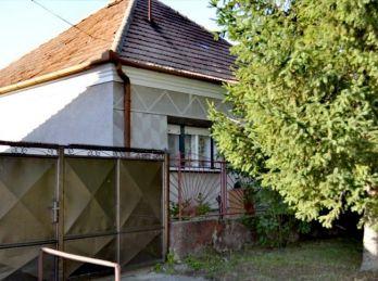 Ponúkame na predaj rodinný dom v obci Nesvady