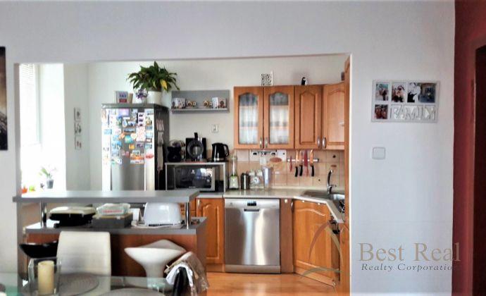 Best Real - Rezervované: 2 izbový byt v centre Galanty, kompletne zariadený.