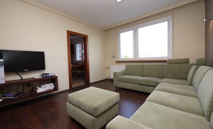 4-izbový zariadený byt na 1.poschodí bytovky na Lysákovej ulici - Dúbravka