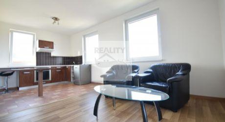 2 - izbový slnečný byt 48m2, s krásnou a veľkou terasou 30m2, klimatizácia, parkovacie miesto, Rajka