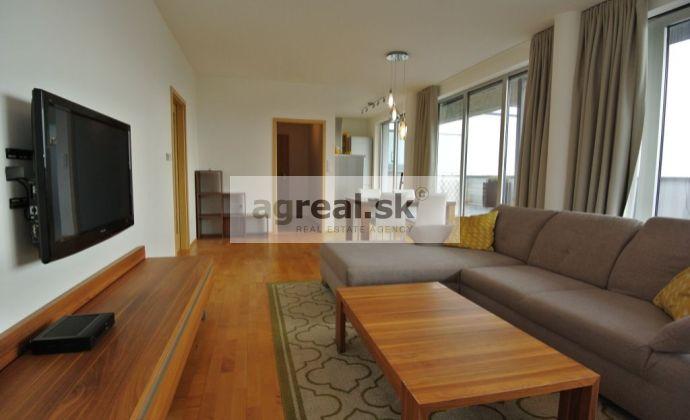 Prenájom- luxusný 2- izb byt- rooftop (160 m²- byt 60 m², terasa 70 m², zimná záhrada 30 m²) v blízkosti lesa, ul. Jedenásta, BA III- Koliba