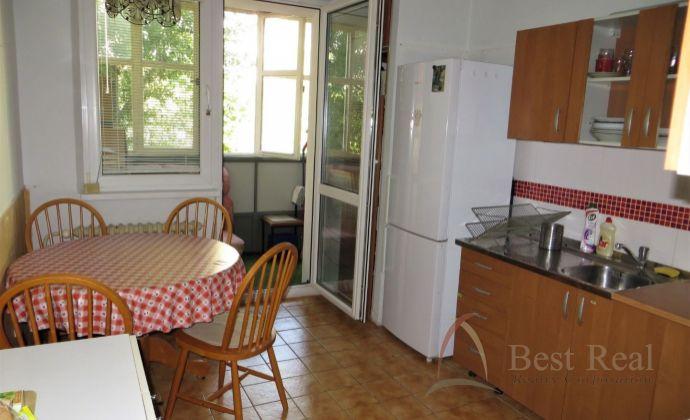 Best Real -REZERVOVANÉ - predaj 3-izbového bytu na Dlhých Dieloch, Pribišova ulica, 3/7 posch.