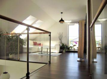 Predáme príjemný moderne vybavený 5 izbový rodinný dom v novej časti v Kráľovej pri Senci.
