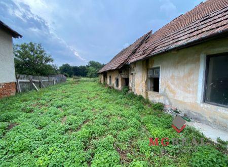 Stavebný pozemok Kovarce so starým domom