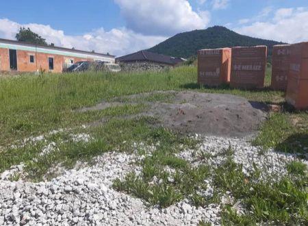 Na predaj pozemok v obci Malé Uherce okres Partizánske