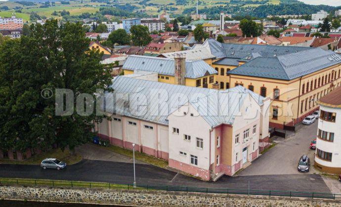 PRENÁJOM: Polyfunkčný objekt Sokolovňa, 1395 m2, Brezno
