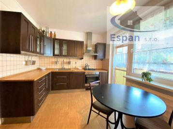 **NA PREDAJ: Čiastočne zrekonštruovaný 3 izb. byt s kuchyňou na ul. Ľ Fullu v Malackách!!