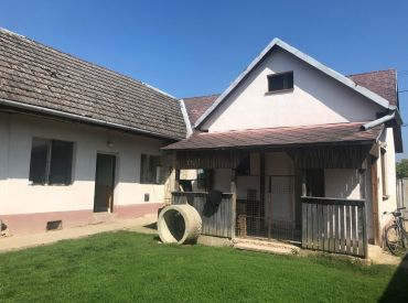IBA U NÁS***Starší rodinný dom, začatá rekonštrukcia, 870 m2, Ivanovce