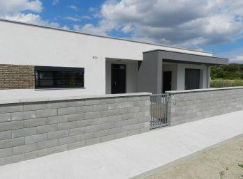 Predaj 3 izb. nízkoenergetický bungalov na kľúč, pozemok 4,54á, Dolný Bar