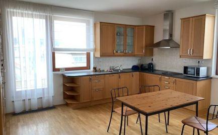 Ponúkame do prenájmu 3 izbový byt s parkovacím státím, s terasou v novostavbe na Dunajskej ulici, centrum Starého mesta.