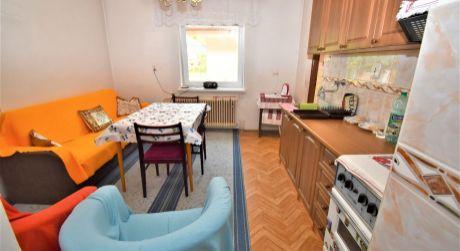Na predaj rodinný dom s garážou a veľkým pozemkom, 998 m2, Trenčín, časť Záblatie