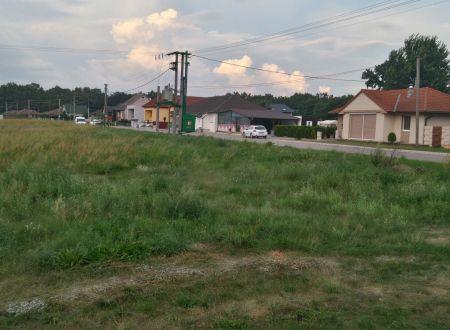 Predaj pozemku 786 m2 v Borskom Petri