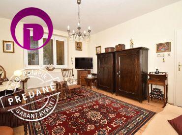 REZERVOVANÉ: 3i byt, 82 m2 – BA-Nivy: tichá ulica plná zelene, vysoké stropy, balkón, veľká pivnica