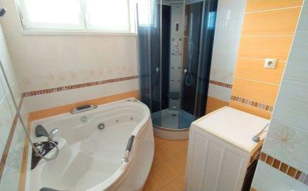 REZERVOVANÝ......Luxusný podkrovný tehlový byt 3+1, Pavlovičovo námestie 82 + 50 m2, v nadstavbe z roku 2010, kompletne zariadený
