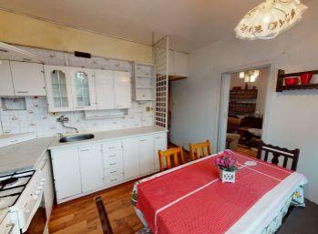 Rezervované.Exkluzívne slnečný dvojizbový byt s loggiou v tesnej blízkosti centra Krompách o celkovej rozlohe 60 m2