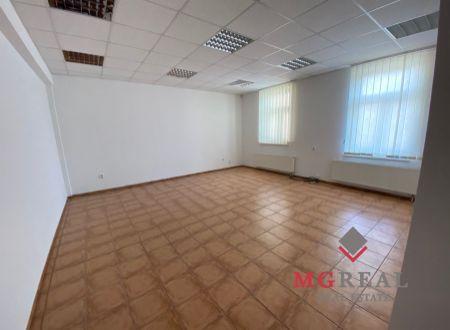 Kancelária na prenájom Topoľčany centrum