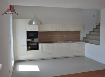 Ponúkame na prenájom slnečný 4 izbový byt s veľkou terasou v Chorvátskom Grobe, časť Čierna Voda