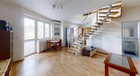 360° NA PREDAJ 3 izbový mezonetový byt v 15 ročnom bytovom dome s vlastným parkovaním a klimatizáciou