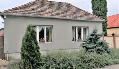 Predaj – Rodinný dom s 1 500m2 pozemkom v tichej časti Dunakility. TOP PONUKA !