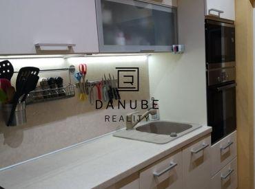 Predaj zrekonštruovaný 2+2i (veľkosťou ako 3 izbový) byt v Ružinove, na Jesennej ulici v Bratislave.
