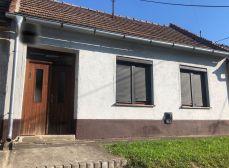RK KĽÚČ - Exkluzívne iba u nás - rodinný dom s garážou v obci  HRNČIAROVCE nad Parnou - treba vidieť