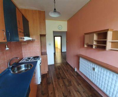 Na prenájom 3 izbový byt 64 m2 Handlová 70109