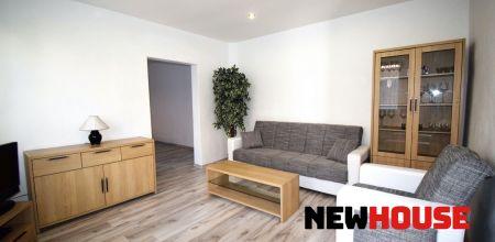NEWHOUSE REALITY Vám  ponúka na predaj exkluzívne 3 izbový domček ( rozlohou 3i bytu ), po rekonštrukcii v blízkom centre mesta Trenčín