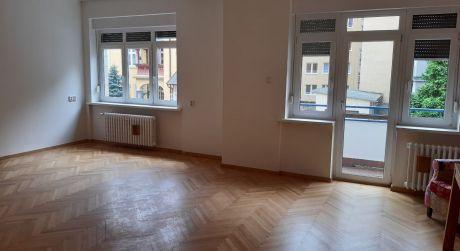 Prenájom nadštandardného 3,5 izb. bytu po rekonštrukcii  na Jakubovom nám., Staré mesto.