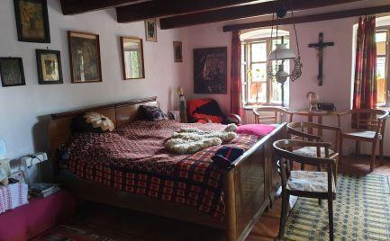 GEMINIBROKER Vám ponúka útulný rodinný dom gazdovského typu vo výbornom stave v tichej obci Fony