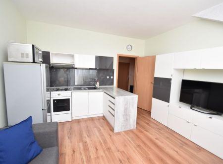 TOP ponuka: 2.izb. byt, výťah, balkón, garáž. státie, Piešťany-Waltariho ul.