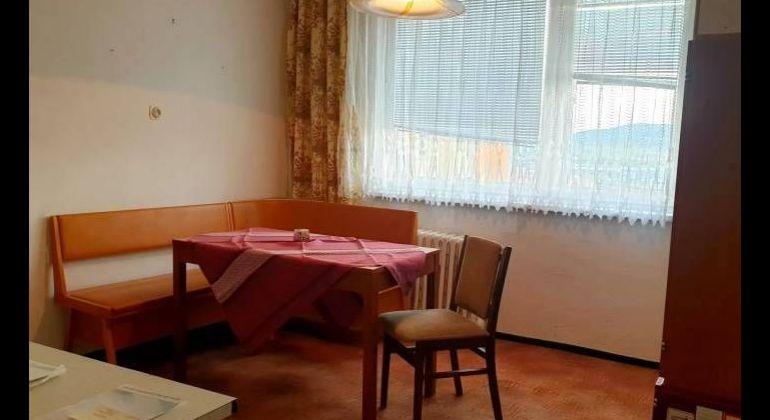 Na predaj 3i byt v pôvodnom stave s loggiou v Bánovciach n/B - širšie centrum