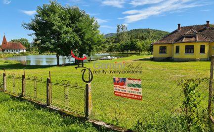 GEMINIBROKER Vám ponúka na predaj nádherné jazero s peknou nehnuteľnosťou v obci Bózsva
