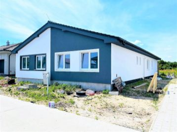 ***NA PREDAJ: Nový skolaudovaný 4 izb. rodinný domček v DVOJDOME!!!