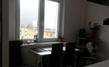 Byt 2 izbový , 51 m2, s balkónom,  B. Bystrica, Okružná ul. - po  rekonštrukcii - cena 121 000 €
