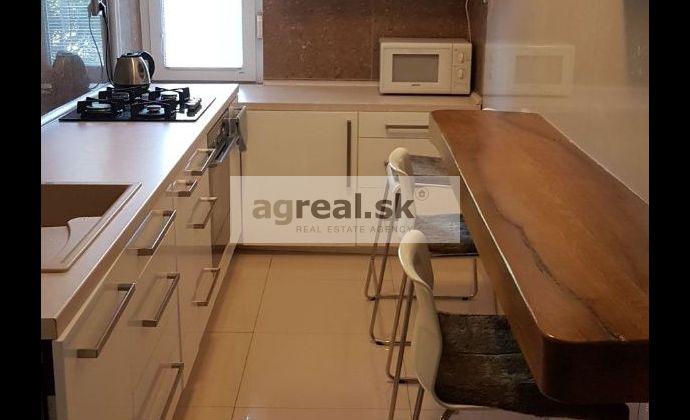 Prenájom- kompletne zariadený 2,5 izbový byt (68 m2), ul. Zálužická, BA II- Ružinov